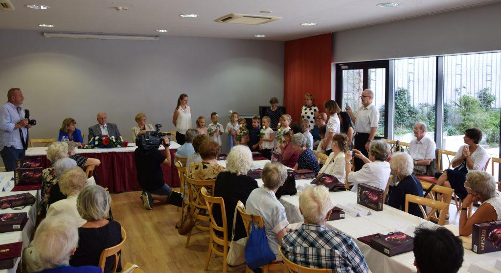 Díszdiploma átadó ünnepség a József Attila Művelődési Központban