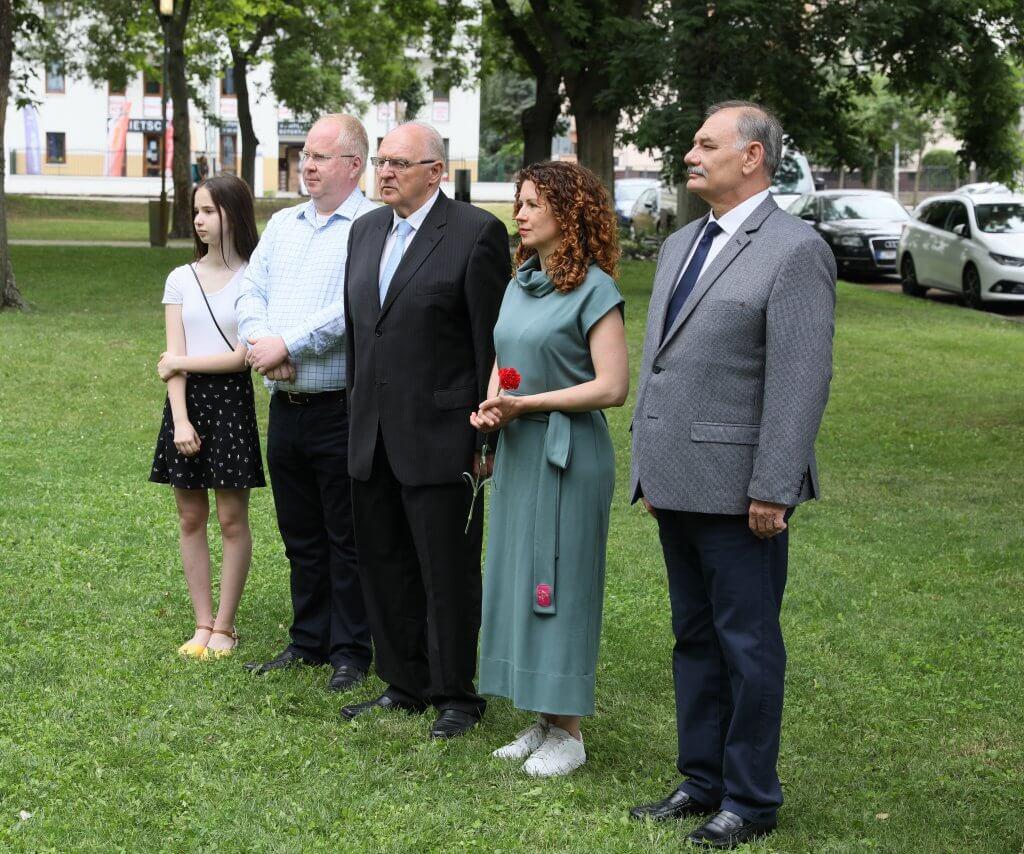 Polgármester, Hiszékeny Dezső és a hozzátartozókról kép