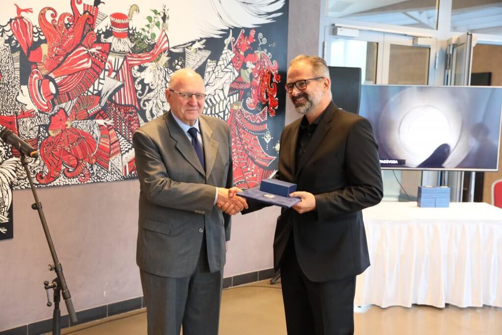 Építészeti díjat átadja dr. Tóth József polgármester
